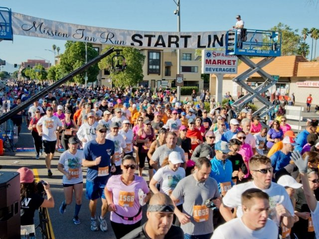Crowd of runners at the Mission Inn Run.
