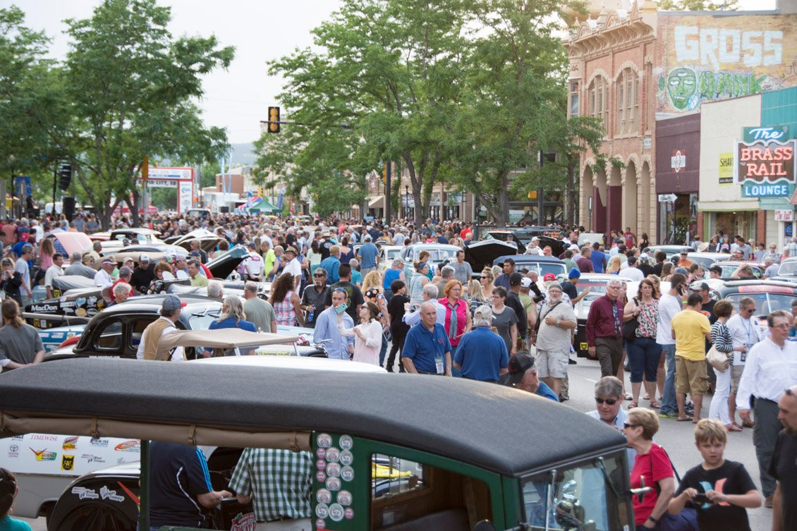 Huge crowd in Rapid City S.D. enjoys the Great Race stop
